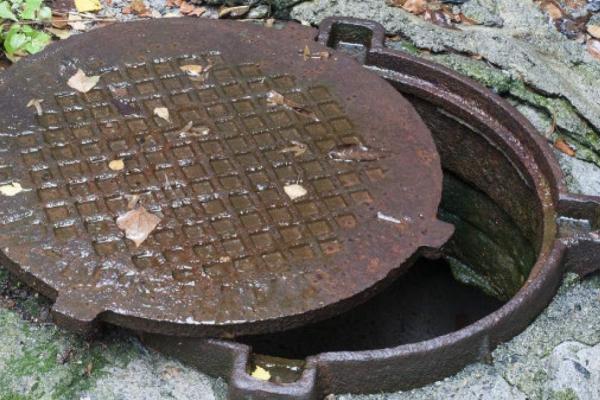 Вважали зниклим безвісти: у каналізації на Тернопільщині знайшли тіло чоловіка