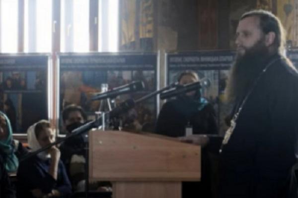 На Тернопільщині судили священика, який знущався над померлим (Відео)