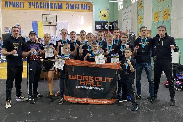 Збірна Тернопільщини з тайського боксу виборола 13 нагород та Кубок за 3 командне місце