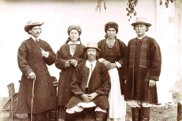 Як виглядав західноукраїнський народний одяг 100 років тому?