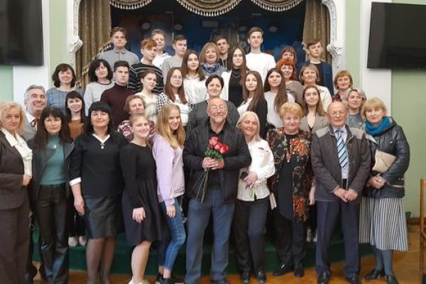 Нові книги в Тернопільській гімназії презентував відомий український  письменник Степан Процюк