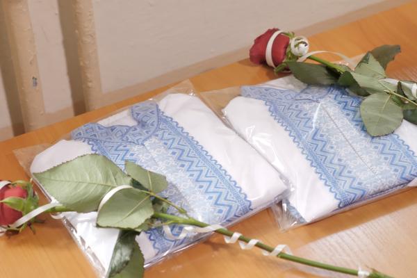 «Народжений у вишиванці»: у Тернополі немовлятам дарували символічні подарунки