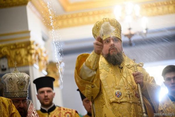 Митрополит Епіфаній освятив Покровський храм Свято-Троїцького духовного центру в Тернополі