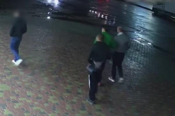 Поліцейські розшукують учасників бійки на Живова у Тернополі (Відео)