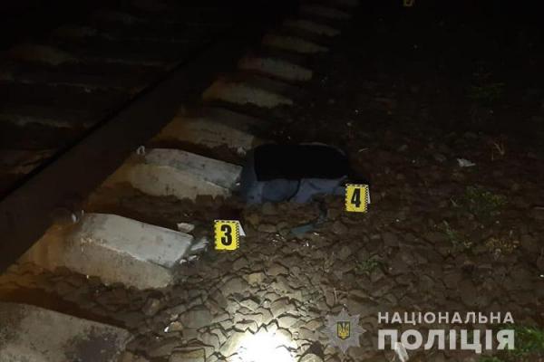 Сидів на колії: на Тернопільщині електровоз збив 22-річного хлопця