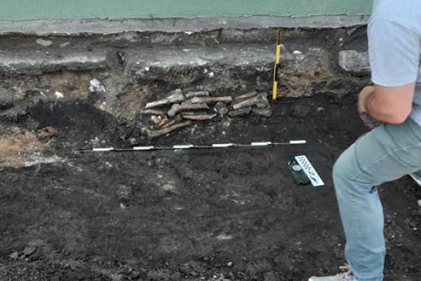 Кістки під церквою: на Тернопільщині виявили поховання, якому близько 300 років