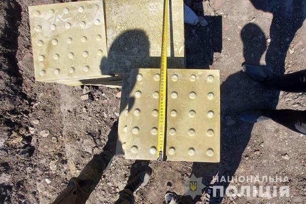 Щоб відремонтувати власне подвір'я: двоє жителів Тернопільщини викрали будматеріали дорожньої служби