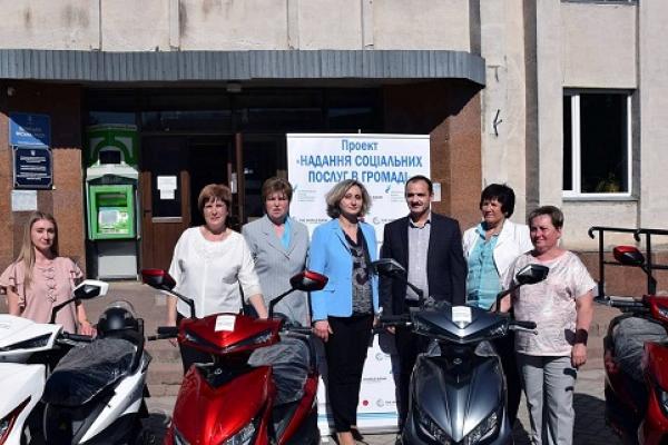Соціальним працівникам Тернопільщини передали електроскутери