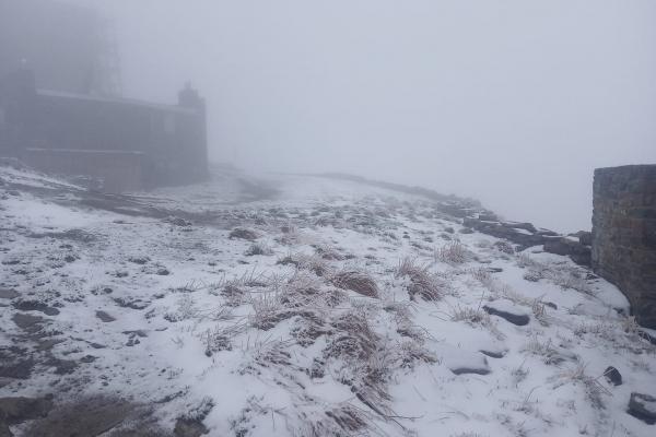 Останній день весни: в Карпатах випав сніг