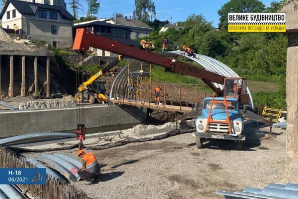 У Струсові триває будівництво мосту через річку Серет