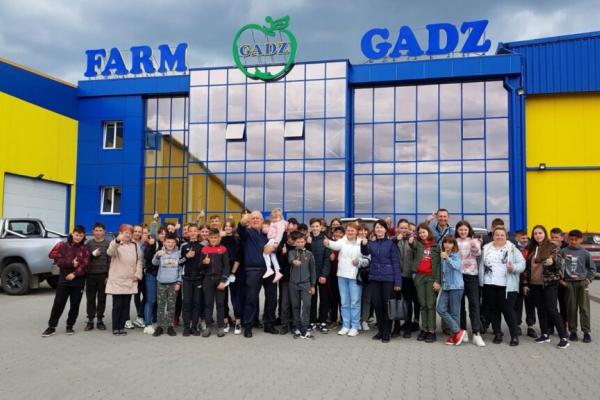 Учні Новоставської ЗОШ відвідали з екскурсією ФГ «Гадз»