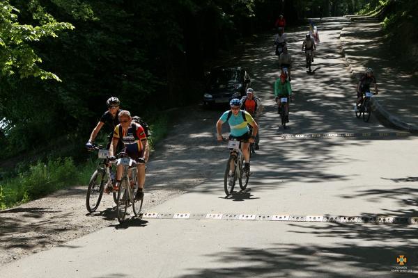 «На ровері від ковіду!»: на Тернопільщині відбувся велопробіг