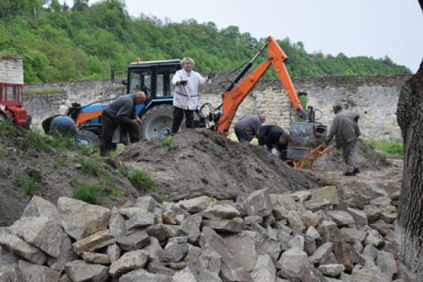 Знищується пам'ятка національного значення Чортківський замок, - науковці