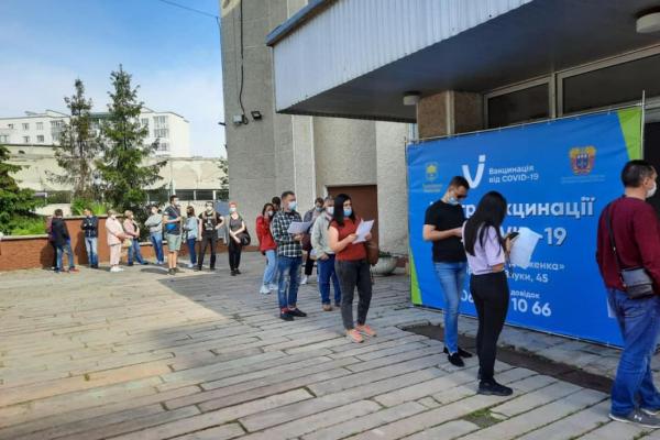 За минулі два дні у Тернополі проти коронавірусу щепили понад 700 людей