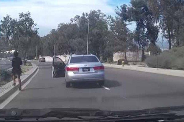 На ходу вискочила з автомобіля: мешканку Тернопільщини госпіталізували