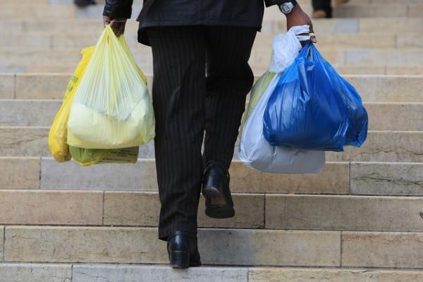 В уряді розповіли, коли пластикові пакети зникнуть з крамниць