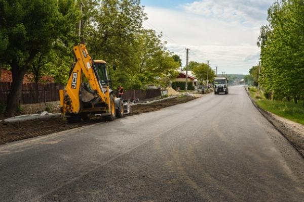 На ділянці дороги Броди – Тернопіль вже уклали фінішний шар покриття