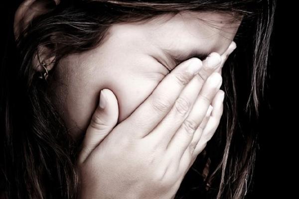 Намагалася задушити дочку: на Тернопільщині судитимуть горе-матір