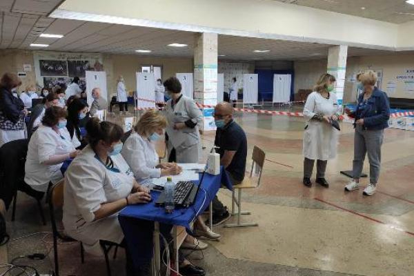 У Тернополі працював Центр масової вакцинації: імунізували понад чотириста осіб