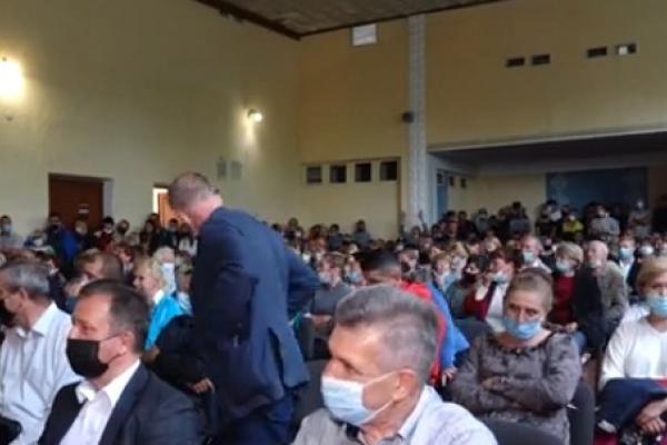 Скандальні збори у Байковецькій ОТГ: жителі Соборного проти будівництва заводу із переробки сміття поблизу села