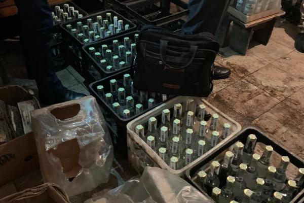 Видавали за елітний алкоголь: на Тернопільщині засудили організаторів підпільної гуральні