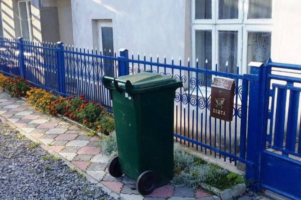 З 1 липня частина жителів Чорткова користуватиметься індивідуальним сміттєвими баками