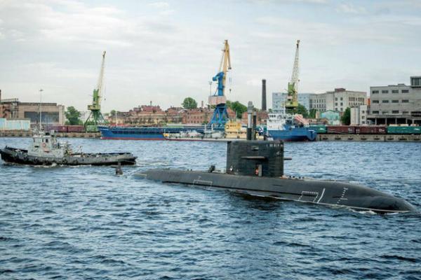 Недороблений підводний човен «Лада» і красуня «Сивулф»