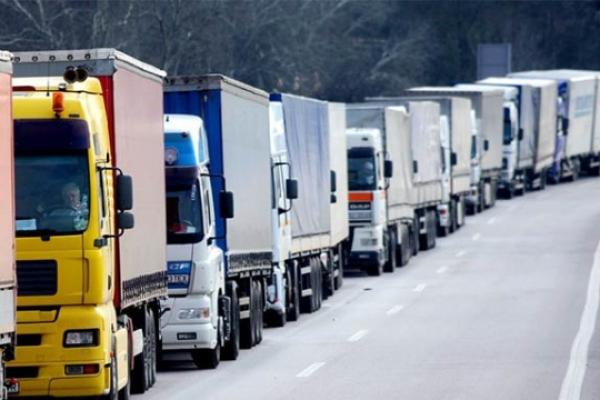 На дорогах Тернопільщини обмежили рух вантажівок