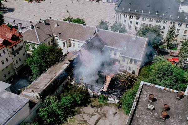 У центрі Тернополя загасили масштабну пожежу