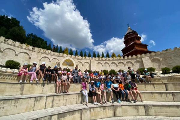Учасники дитячого табору при тернопільському «Карітасі» відвідали Зарваницю