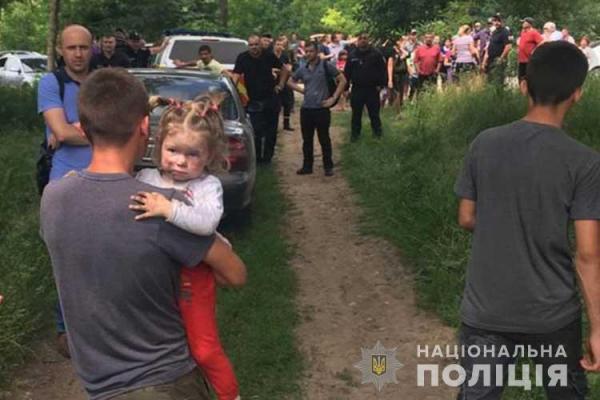 Вийшла із дому та пішла в невідомому напрямку: на Тернопільщині розшукали 2-річну дівчинку