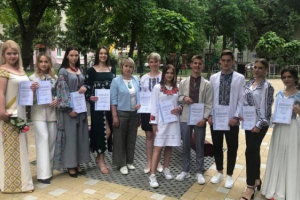 У Тернополі випускники-переможці конкурсу на кращу вишиванку отримають грошові винагороди