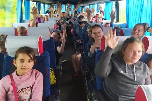 24 дітей пільгових категорій із Шумської громади поїхали на відпочинок у Скоморохи