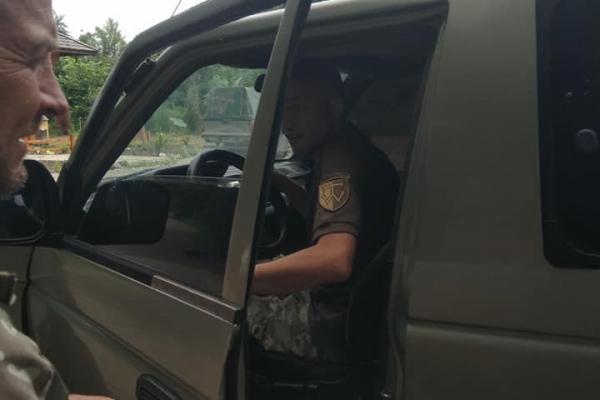 Волонтери з Тернопільщини передали військовим автомобіль