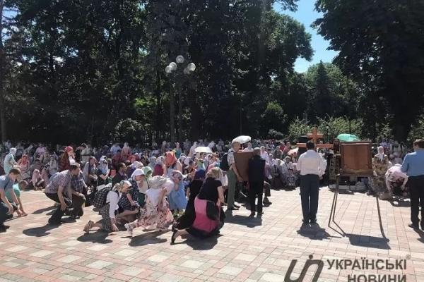 Священник з Почаєва у Києві очолив мітинг за об'єднання з Росією