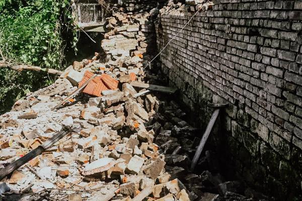 На Тернопільщині обвалилася металево-бетонна тераса: потерпілих немає