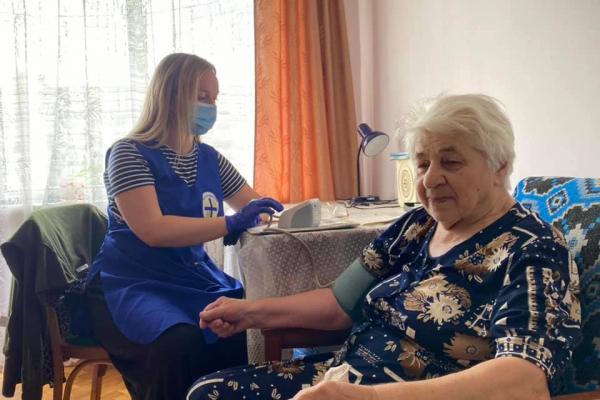 «Карітас» закликає тернополян стати волонтерами проєкту «Домашня опіка»