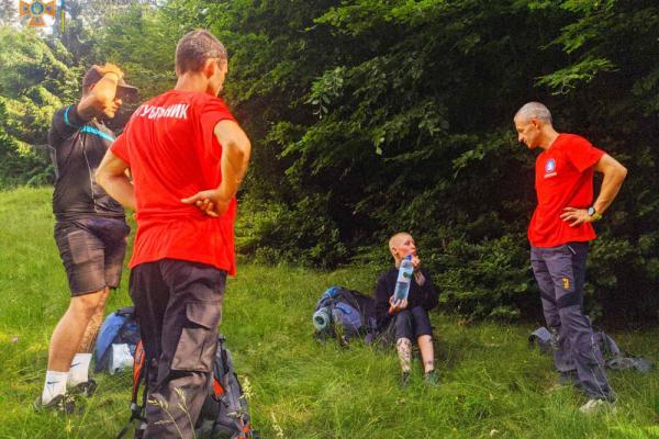 У Карпатах 24-річній тернополянці стало зле, викликали рятувальників (фото)