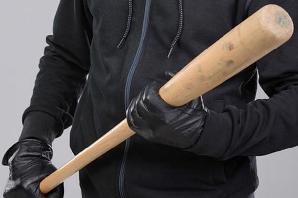На Теребовлянщині нетверезий чоловік накинувся з дерев'яною битою на поліцейських