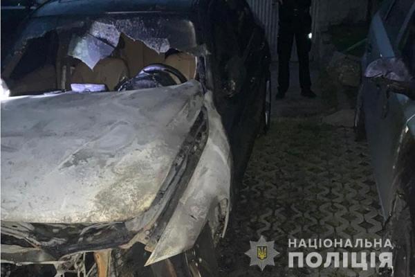 Чому сьогодні спалили автомобіль «BMW» на вулиці Київській? Поліція розслідує інцидент
