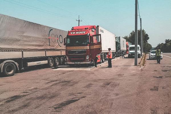 Увага! На Тернопільщині обмежили рух вантажівок