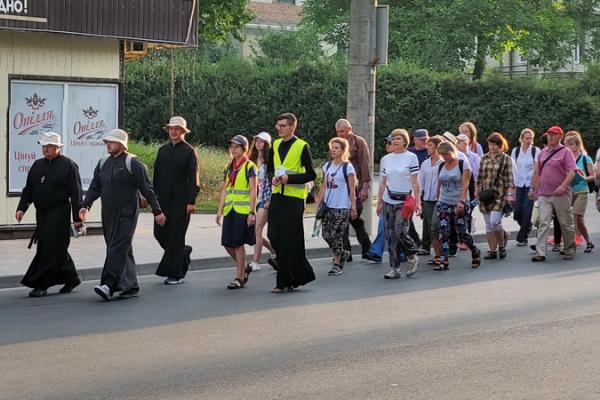 Тернопільські паломники вирушили на прощу до Зарваниці