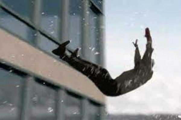 На Тернопільщині чоловік випав із третього поверху