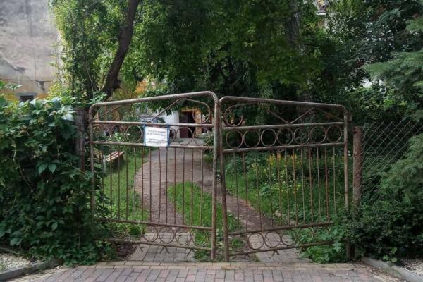 У Тернополі продовжують демонтовувати незаконно встановлені споруди