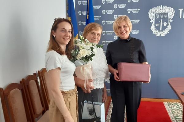 COVID-19: на Тернопільщині  100-тисячній вакцинованій вручили подарунок