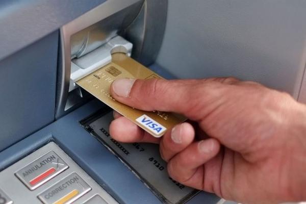 Лишив картку в банкоматі: спритна жіночка швидко скористалася грішми забутькуватого тернополянина