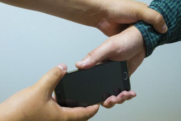 Вдарив хлопця і відібрав телефон: у Тернополі поліція затримала грабіжника