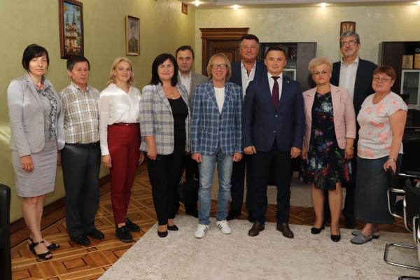 Голова облради підписав низку контрактів з новообраними керівниками закладів культури Тернопільщини