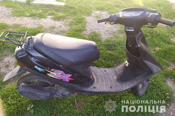 Наїхав на перешкоду: на Тернопільщині шпиталізували 17-річного водія скутера