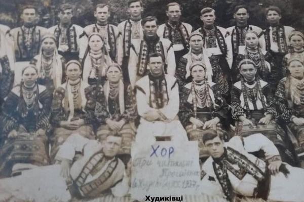 Мешканці села Худиківці на ретро фото